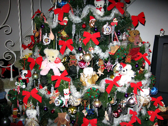 closer photo of christmas tree decorated with bears